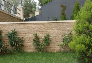 bahçe duvarı traverten patlatma taş uygulaması