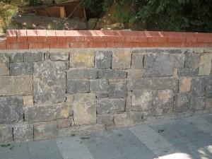 gebze taşı ışıklar tuğla küpeşteli yığma taş duvar
