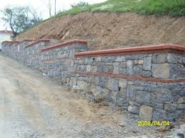 kademeli ışıklar tuğla karışık taş duvar