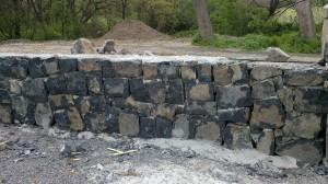 yığma taştan karma bahçe taş duvar