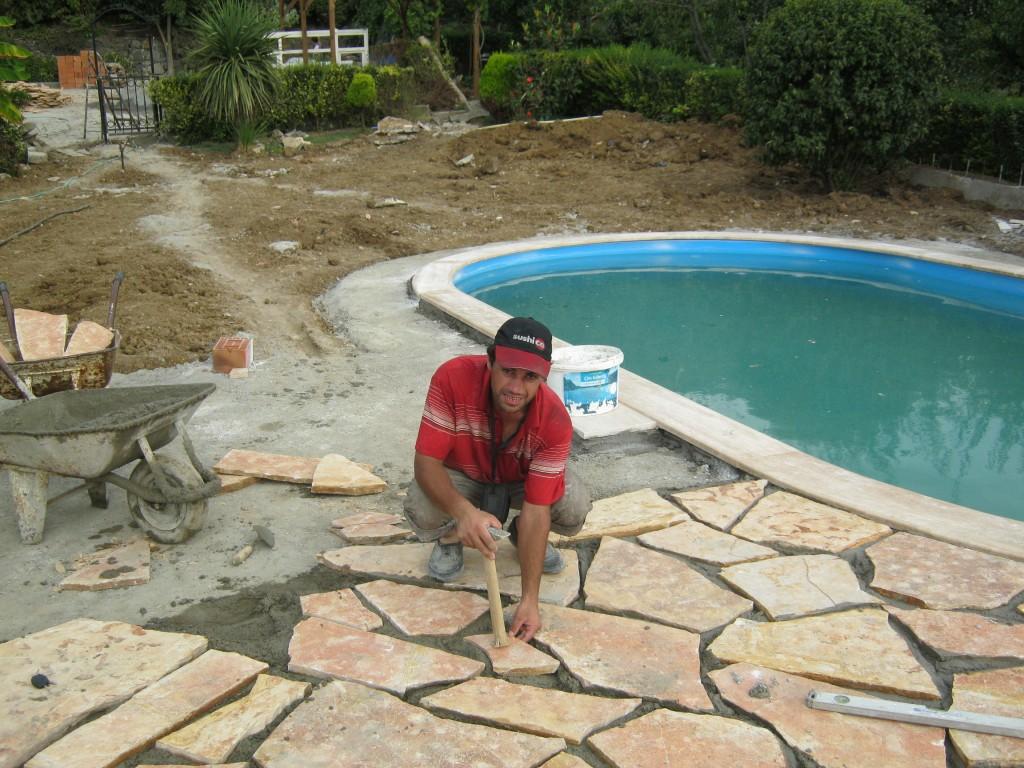 havuz kenarı kayrak taşı döşeme
